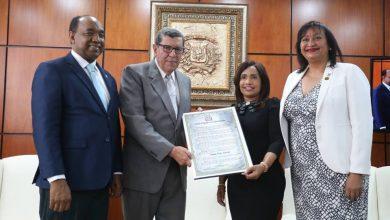 Photo of Cámara de Diputados entrega reconocimiento al profesor universitario Rafael Núñez Grassals