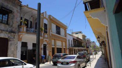 Photo of Vecinos de la Ciudad Colonial violan normas al cruzar cables por calles