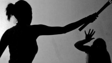 Photo of Evaluarán psicológicamente a mujer que aparece en video golpeando a su hija