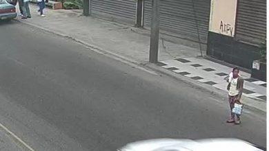 Photo of Secuencia fotográfica muestra a mujer cuando se robó a la bebé gemela en hospital de Santiago