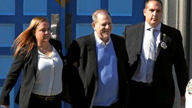Photo of Harvey Weinstein se entrega en una comisaría de Nueva York