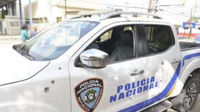 Photo of Hieren agente e impactan camioneta policial en medio de protesta en Moca