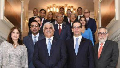 Photo of Canciller Vargas designa a encargados de diecisiete secciones comerciales en el exterior