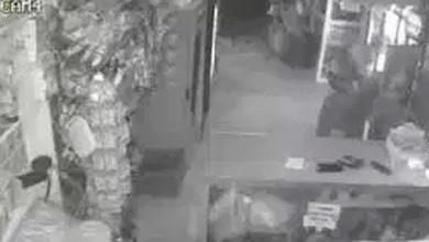 Photo of Video: Ladrón atraca colmado «pero el delivery salva el día»