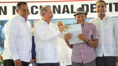 Photo of Presidente Danilo Medina entrega 839 títulos en Palmar de Ocoa, Azua
