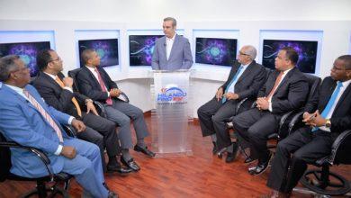 Photo of Candidato presidencial del PRM Luis Abinader dice gobiernos de Leonel y Danilo hanconvertido RD en un Estado infuncional