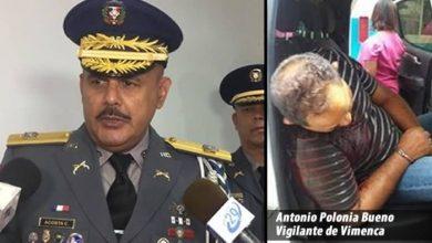 Photo of Suspenden a los 8 policías que custodiaban al vigilante de Vimenca que «se suicidó»