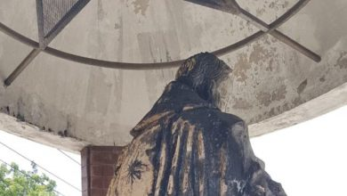 Photo of Queman estatua del padre Emiliano Tardif