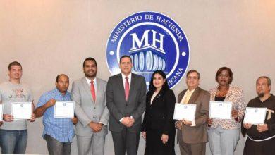 Photo of Ministerio de Hacienda dona equipos incautados a entidades sin fines de lucro
