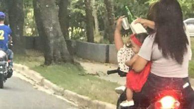 Photo of Identifican mujeres viajaban en pasola con bebé en brazos y tomando alcohol en La Vega