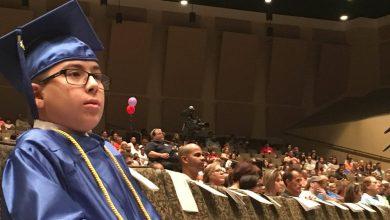 Photo of Un niño se gradúa de la universidad y ahora quiere demostrar científicamente que Dios existe