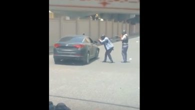 Photo of Momento en que policías detienen hombre que tiroteó vehículo de regidor