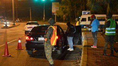 Photo of 18 mil policías y 700 militares cuidan el Gran Santo Domingo