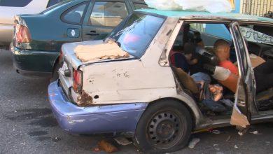 Photo of Vídeo: Hombre vive con sus 3 hijos en un carro; sin escuela y sin madre
