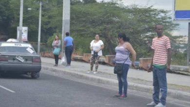 Photo of Pasajeros de Santiago varados por paro en el transporte.