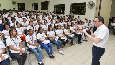 Photo of Ministro De Educación Andrés Navarro Debatirá Con 700 Estudiantes Sobre Temas Nacionales E Internacionales