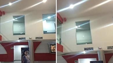 Photo of Se tardó mucho en el baño de un cine resolviendo un «problemita» ¡y vaya sorpresa cuando salió!