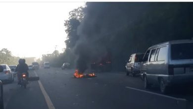 Photo of Queman gomas en la autopista 6 de Noviembre