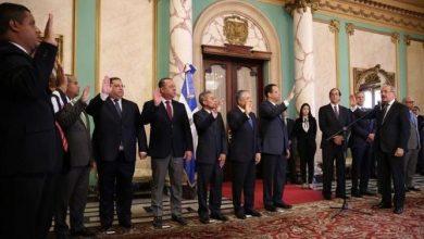 Photo of El presidente Medina juramenta nuevos funcionarios designados mediante decreto 71-19.