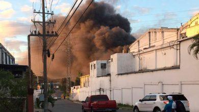 Photo of Fuego afecta fábrica de plásticos en la zona industrial de Haina.