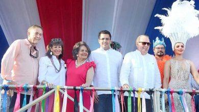 Photo of Carnaval llena de colorido el malecón.