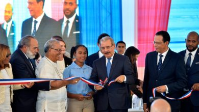 Photo of Danilo Medina entrega dos escuelas en Santo Domingo.