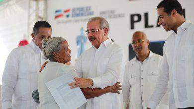 Photo of El presidente Danilo entrega 1,288 títulos en Nagua.