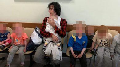 Photo of Abuelo chileno regresa a Suecia con sus siete nietos rescatados de Siria.