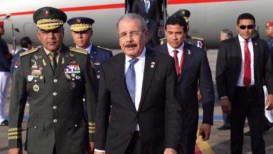 """Photo of Danilo dice: """"casi casi"""", cuando se le pregunta si hablará de reelección."""