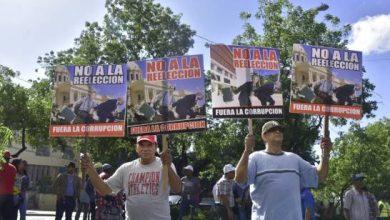 Photo of Marcha del sector de Luis Abinader contra posible modificación a la Constitución.