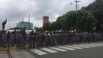 Photo of Agentes policiales, militares y ambulancias 911 rodean Congreso Nacional.