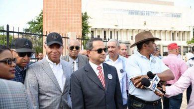 Photo of Exgenerales acuden a Congreso Nacional para firmar libro contra reforma constitucional.