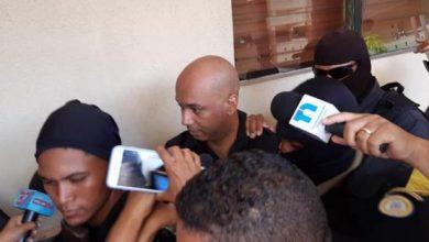 Photo of Kanqui sale cabizbajo y lloroso del tribunal que le ratificó 3 meses de prisión preventiva.