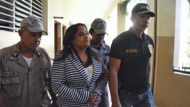 Photo of Llegan al Palacio de Justicia la exfiscal y miembros DNCD implicados en caso barbería.