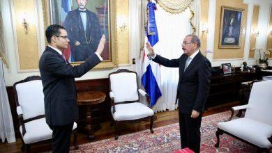 Photo of Danilo Medina juramenta a Juan Ariel Jiménez como nuevo ministro de Economía.