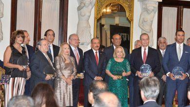 Photo of Danilo Medina reconoce empresas de zonas francas, cita aportes.