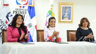 Photo of Instituciones acuerdan otorgar becas a jóvenes con discapacidad.