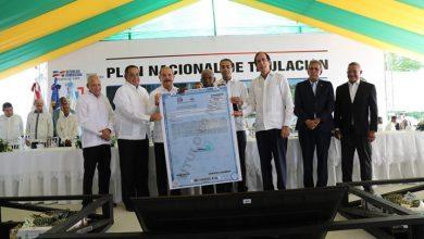 Photo of Danilo Medina entrega títulos en Monte Plata.