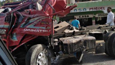 Photo of Varias personas heridas tras choque entre camión y minibús en Samaná.