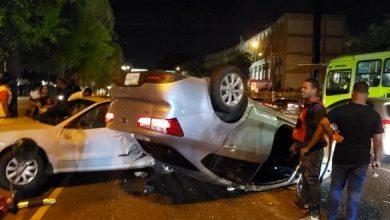 Photo of Dos personas heridas al colisionar dos carros en la 27 de Febrero.