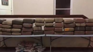 Photo of Decomisan 400 libras de marihuana que se encontraban dentro de ambulancia en Elías Piña