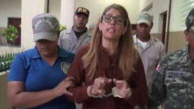 Photo of Expareja del alcalde de comunidad de Montecristi acude a denunciar amenaza y la dejan detenida.