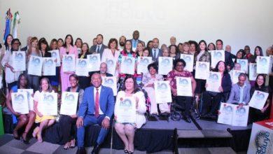 Photo of OISOE recibe tres placas de reconocimiento por sus buenas prácticas con personas con discapacidad.