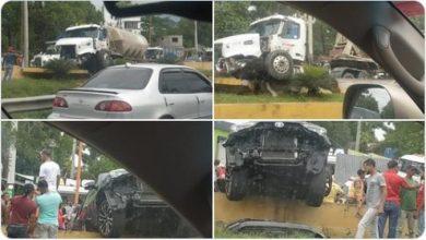 Photo of Aparatoso accidente múltiple en Piedra Blanca involucra a dos patanas y seis autos.