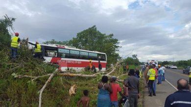 Photo of Accidente de tránsito deja 15 personas heridas en Santo Domingo Este.
