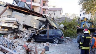 Photo of Sismo deja 14 muertos en Albania, buscan a sobrevivientes.