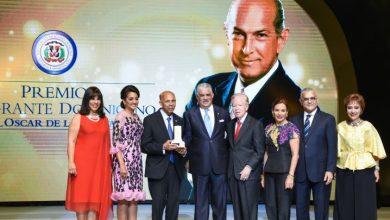 Photo of Canciller preside segunda entrega Premio al Emigrante Dominicano Sr. Oscar de la Renta.