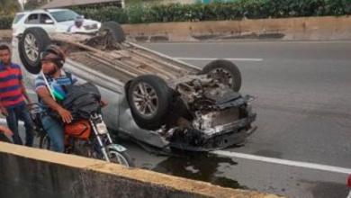 Photo of Conductor de carro arrolla tres policías en Las Américas; dos mueren.