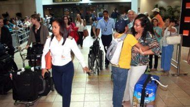 Photo of Empiezan a llegar dominicanos residentes en el exterior.