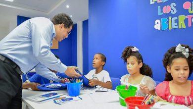 Photo of Collado entrega biblioteca infantil Letras Chiquitas al sector 24 de Abril.